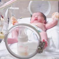 bébé prématuré à l'hopital
